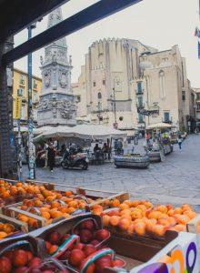 Торговля на улицах Неаполя